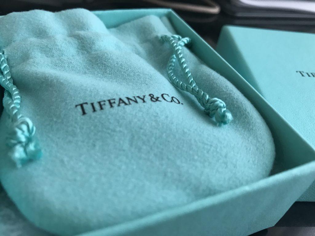 ティファニーブルーの袋と箱