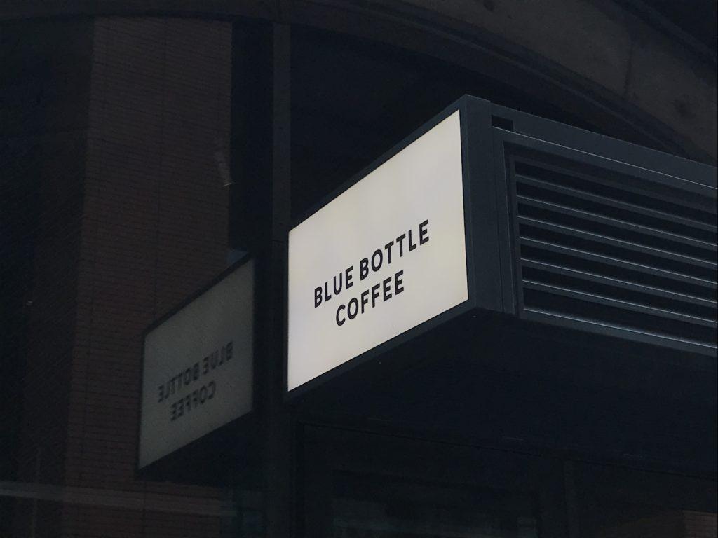 ブルーボトルコーヒー神田万世橋カフェのおしゃれ看板