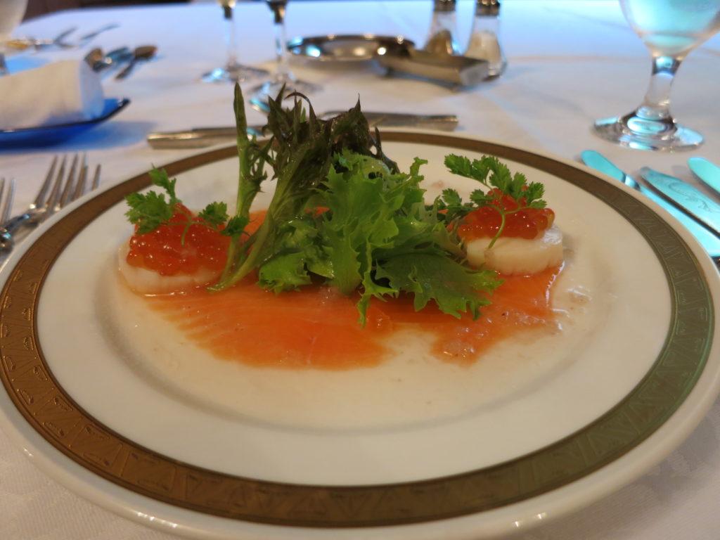 山の上ホテル サーモンと帆立貝のマリネ エシャロット風味