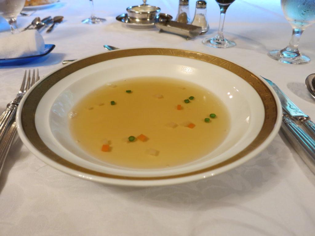 山の上ホテル コンソメスープ 野菜のブリュノア入り