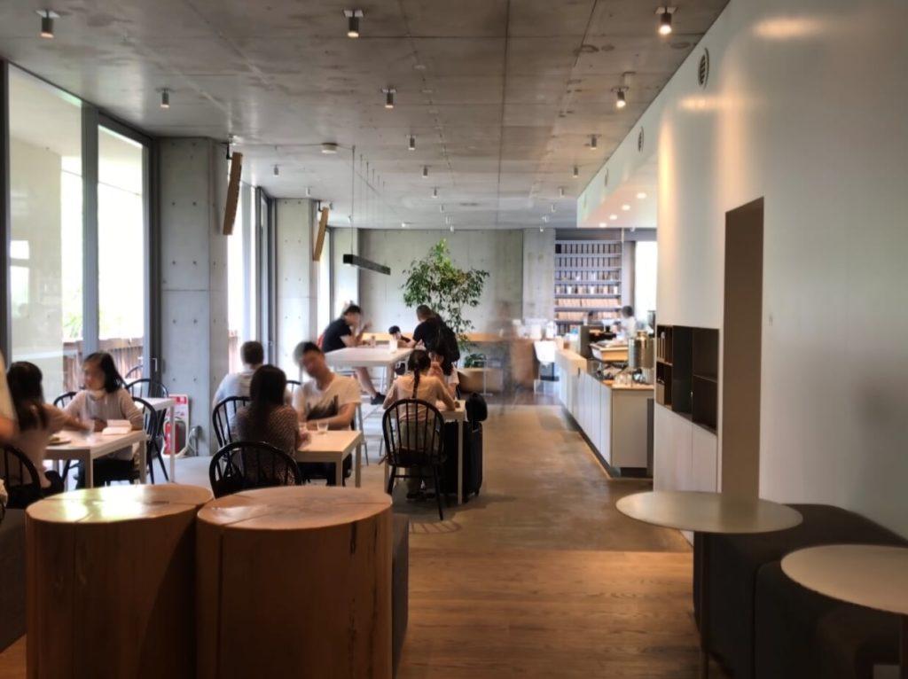 ブルーボトルコーヒー青山カフェ 店内