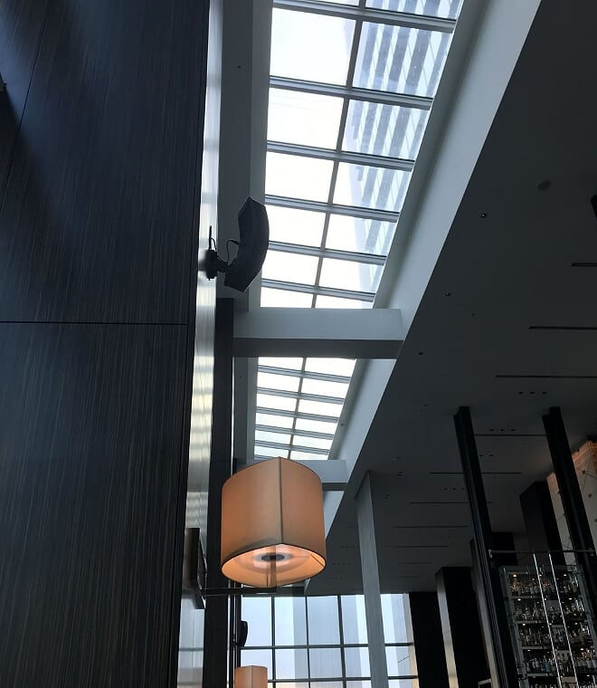 コンラッド東京 トゥエンティエイトの天井