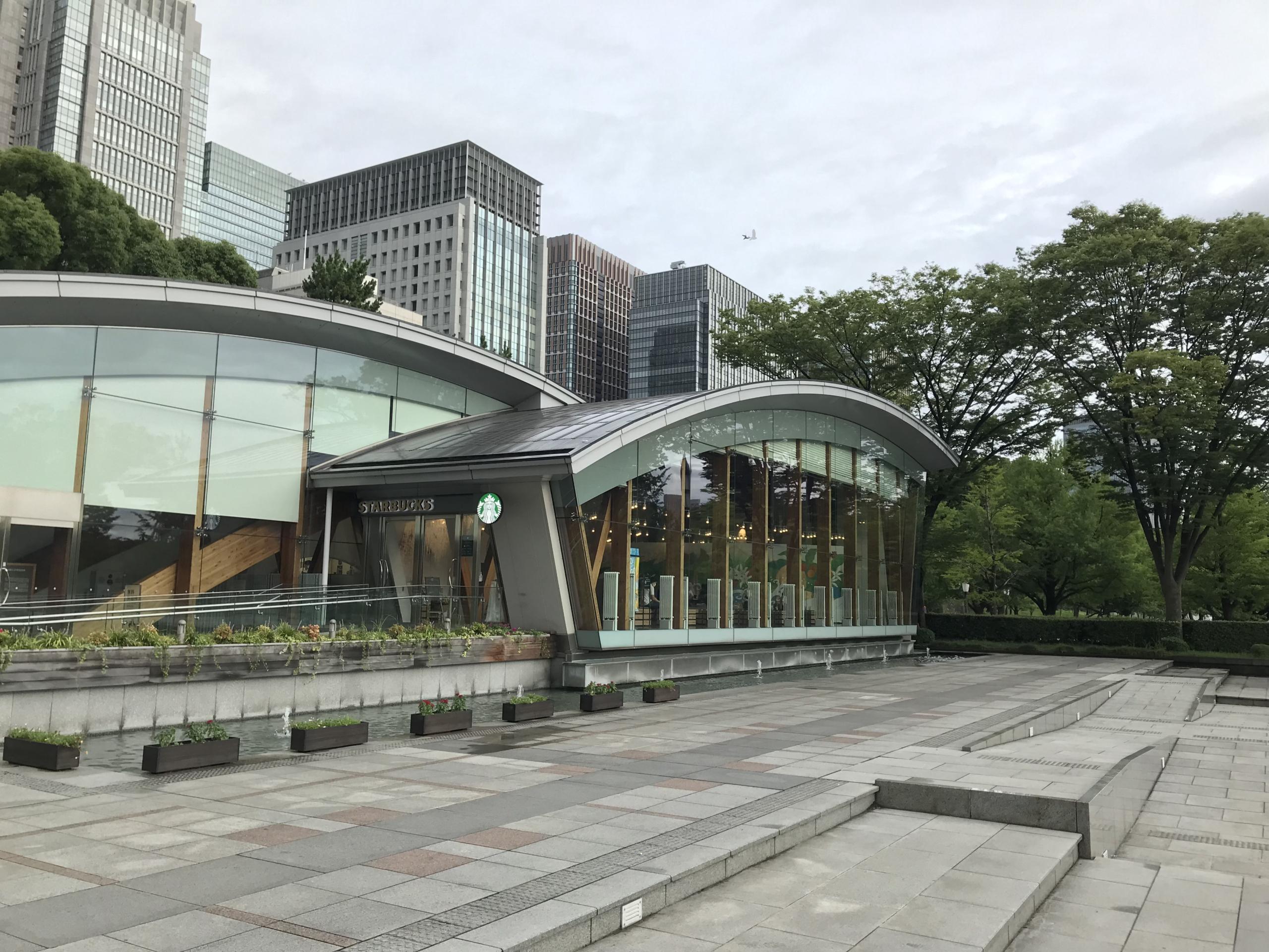 和田倉噴水公園内の建物