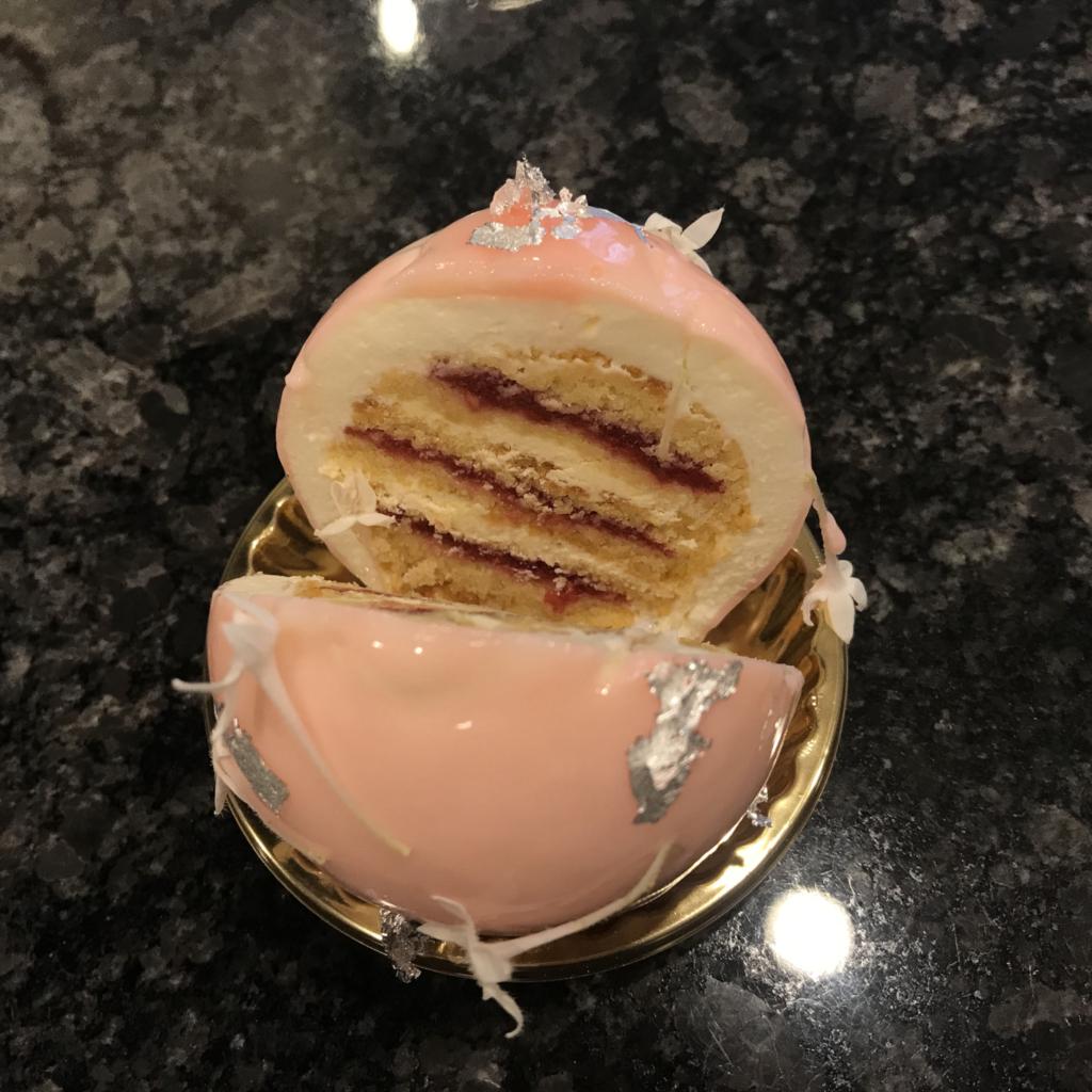 帝国ホテルのヴィクトリアケーキの断面